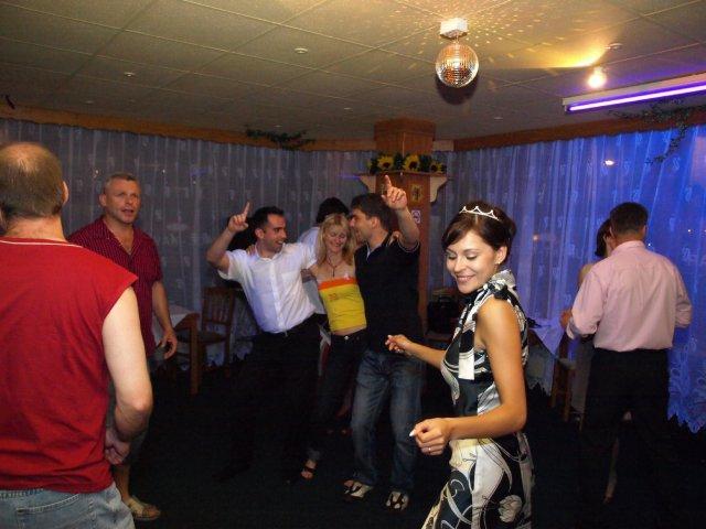 Všichni se báječně bavili....tančili jsme do čtyř do rána!!!