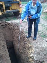 kedže sme vo svahu, po prieskume pôdy bola spodná voda určená v hlbke viac ako 10metrov... takže vytopenie nám nehrizí :)