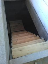 26.7.2016 dokoncil som schody (schodnice su len docasne) po dokonceni picnice urobime pekne u stolara ;)