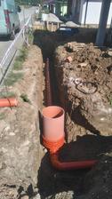 Najprv kanalizácia, potom voda a nakoniec elektrika :-)