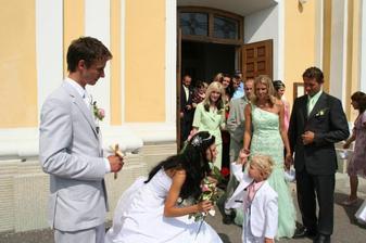a tu je môj maličký princ v bielučkom obleku ako sukríček mňam... :-)
