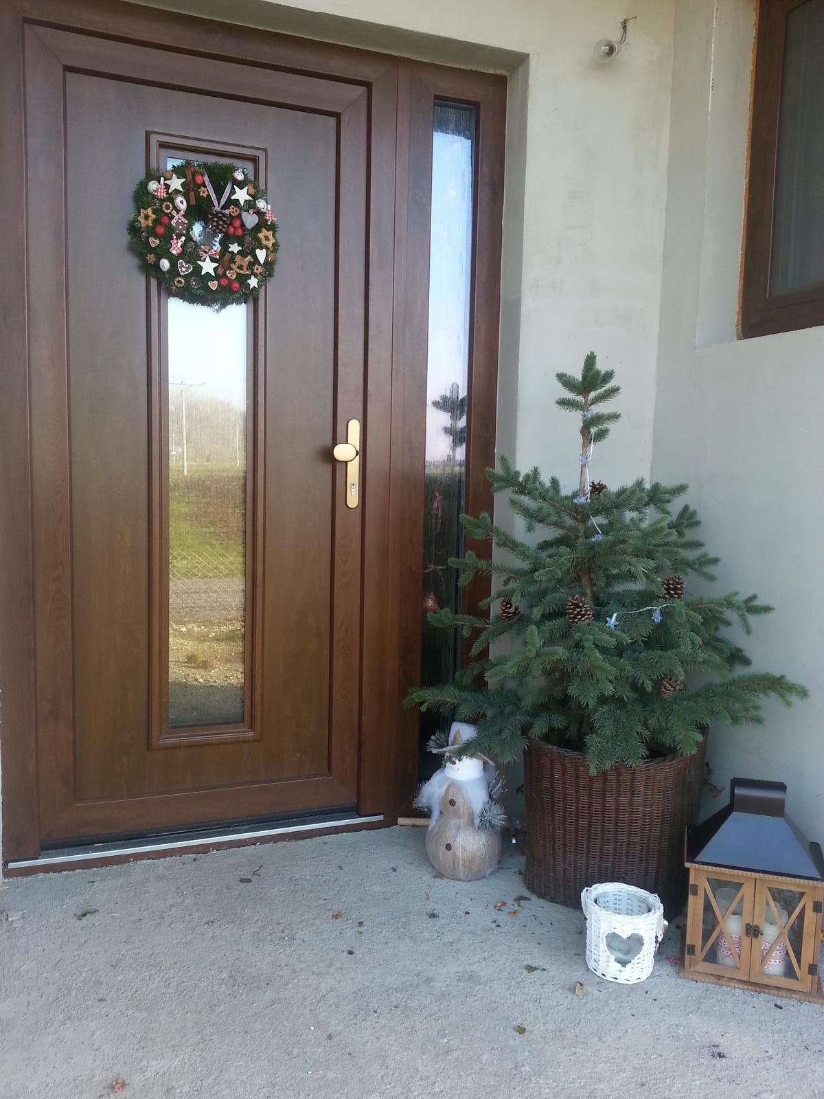 U nás doma  🏠 🌼 🌞👫👭👶 - Naša vianočný výzdoba :-)