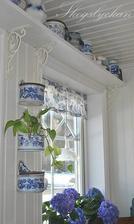Aj keď nechcem ladiť do modra a nemám možnosť dať si poličku nad okno v kuchyni,i atk sa mi toto riešenie veľmi páči,je to milučké :-)
