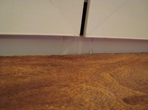 pretekajuca voda ktora tiekla pod laminat. podlahu