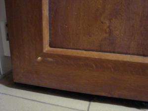 ceresnicka na torte...pri bruseni poskodili aj foliu na vchodvych dverach