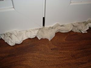 dalsia katastrofa po burke 18.3. ,voda sa valila cez okno pod laminatovu podlahu