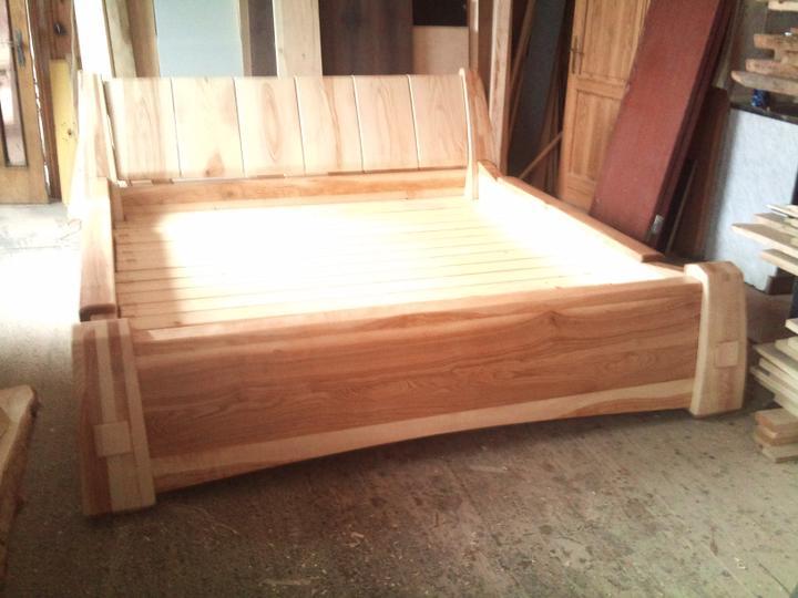 Moja praca, moja radost - Postel do zrubu-  hmotnost asi 300kg pre madrac 200x200x25cm   jasenove drevo