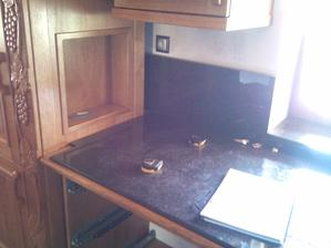 fotka (kusoček) z montaže rustikalnej kuchyne čo som si zabudol odfotit ked som ju spravil...  :(
