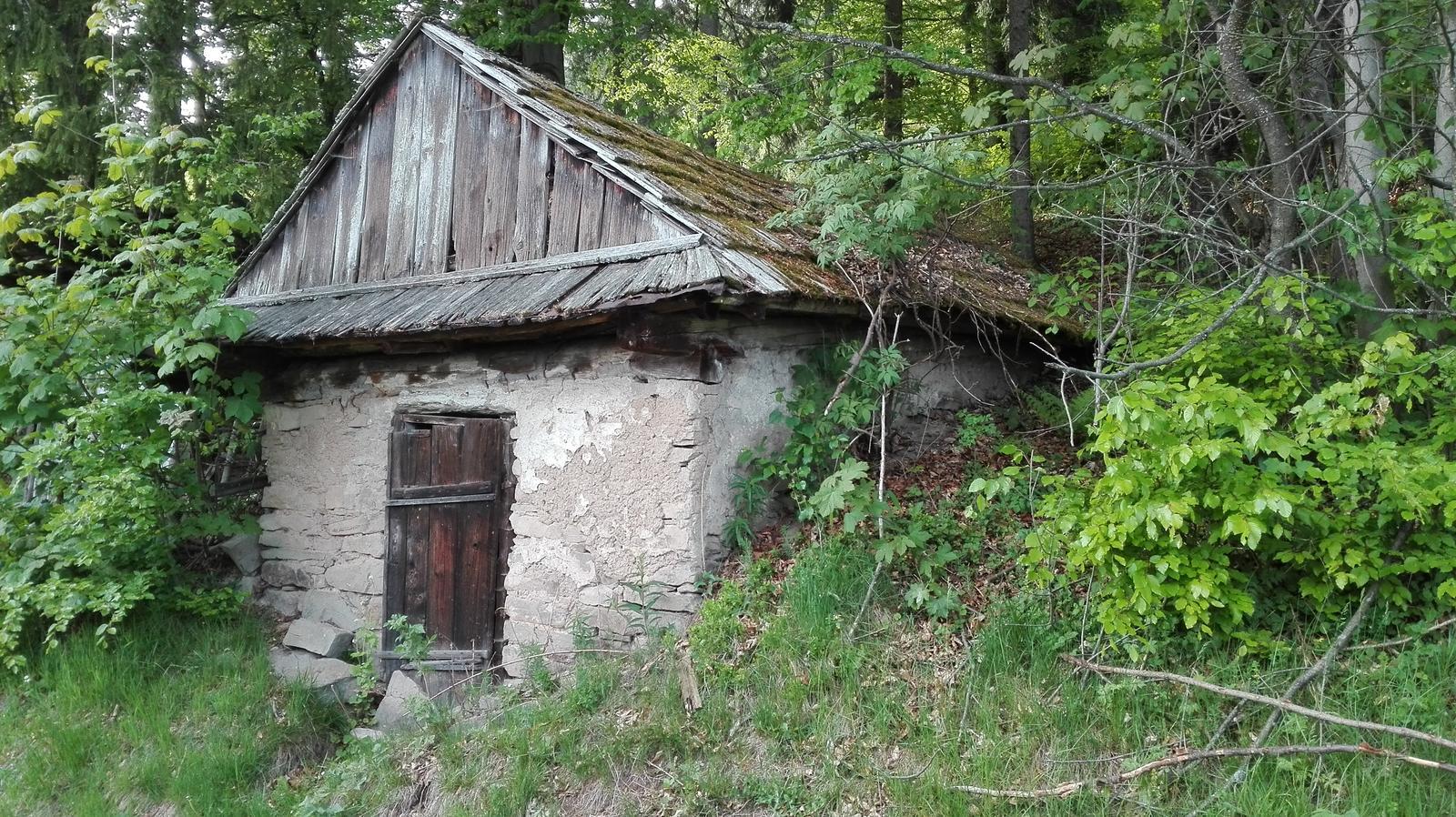 Naša drevenička - tato pivnička ma asi možno aj 150 rokov, kto vie...