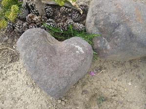toto som nevyrobila tento  kamen my nasiel moj synator ze pre mna...