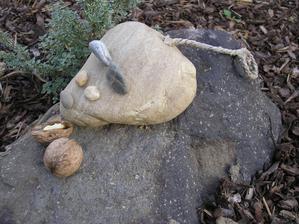 urobili sme Mysku z kamena, tak ze musi jest...