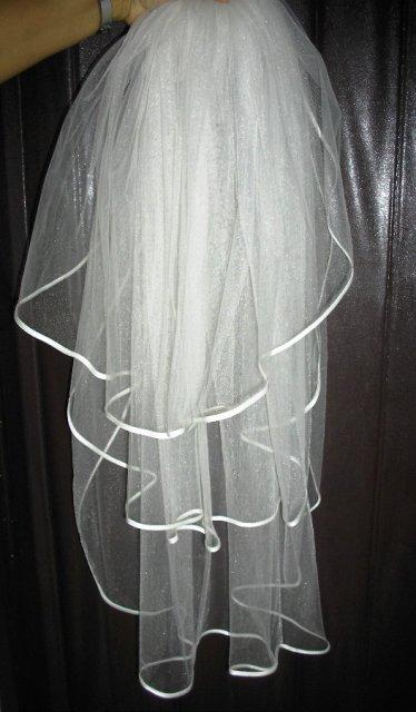 Prípravy na svadbičku - závoj s lemovaným- smotanový ručne šitý po 19.9 predám