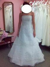 Pár fotek ze zkoušení šatů...Evanie