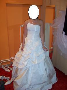 Tak nakonec měním šaty...toto jsou původní. Líbily se mi moc, ale nakonec jsem si vybrala nové, které se mi líbí ještě víc :o)))