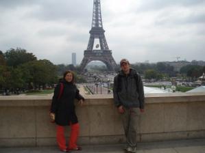 Paříž 2007 (dovoluji si upozornit na sváču v mé ruce ... a pak nemám tloustnout)