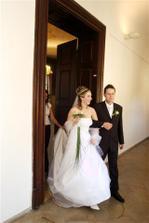 vycházíme ze svatební síně