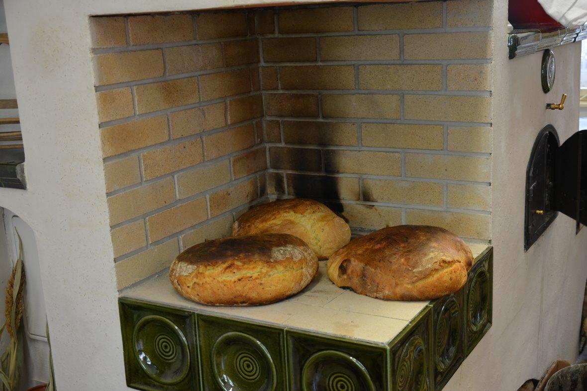 Sedliacka pec - pecne chleba upečené v peci