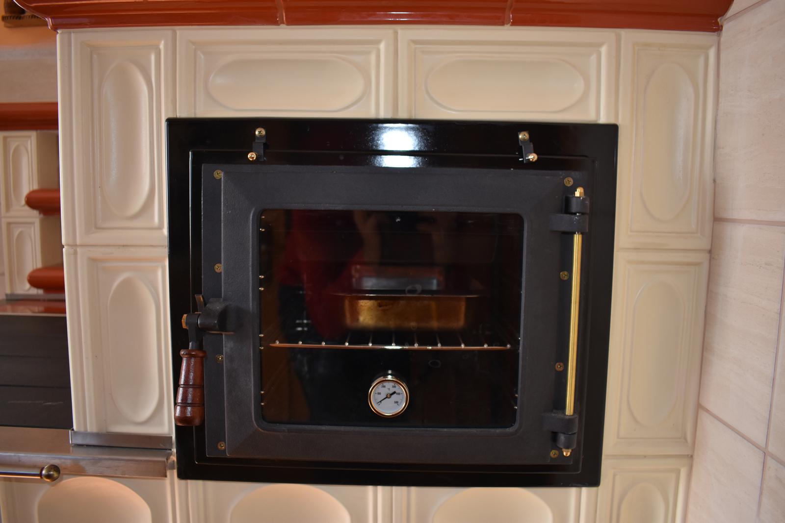 Kachľový šporák pod Pustevnami (Cz) - Elegantná presklená rúra na pečenie s teplomerom