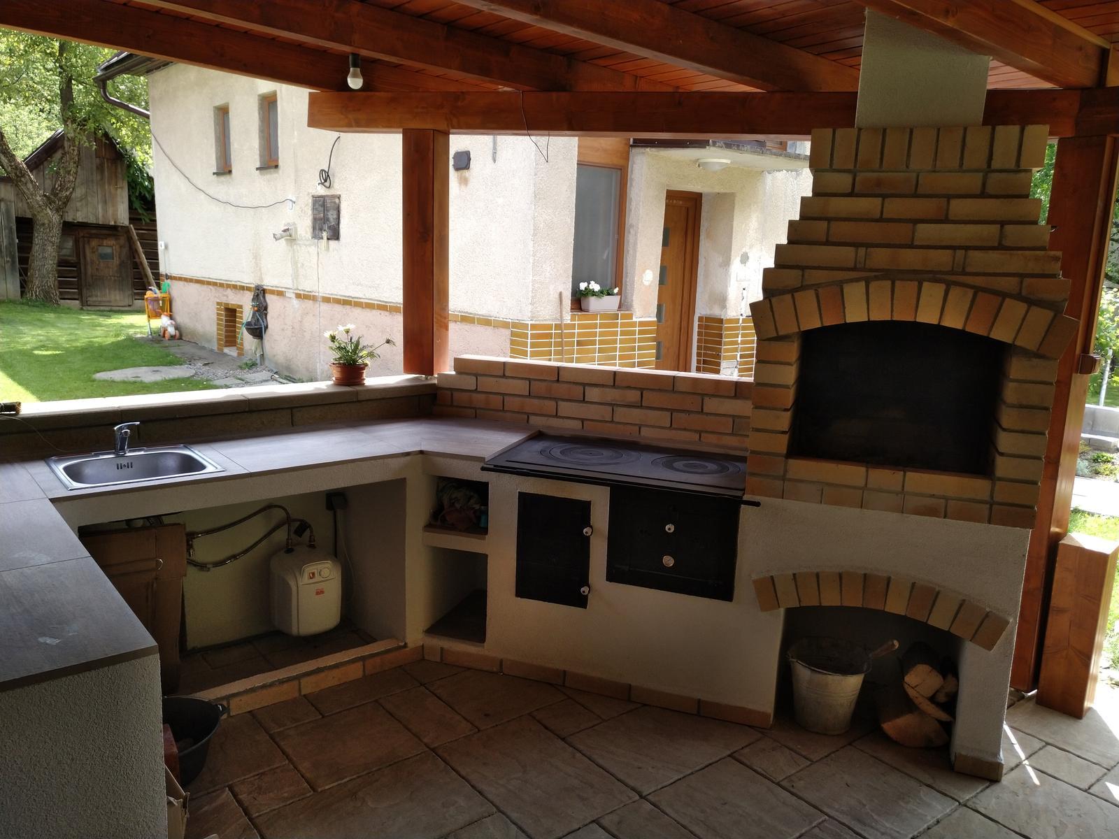 Máte aj vy svoju záhradnú kuchyňu ? - Záhradná kuchyňa-odkladacia plocha,prípravná zóna, drez, sporák s možnosťou vloženia kotlíka, rúra na pečenie, gril/ohnisko,realizácia Štiavnik