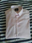 Světle růžová košile, 46
