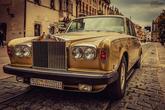 ...svadobnú limuzínu s veľkým R.? Vieme doporučiť poskytovateľa nevšedných, a aj klasických vozidiel.