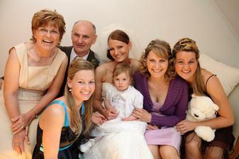 s rodičmi, sestrami a krsňiatkom