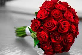 Naše prípravy - svadobna kytica...ja som stale chcela cervene tulipany, ale zevraj v tom obdoby niesu, tak druha varianta bola cervene ruze