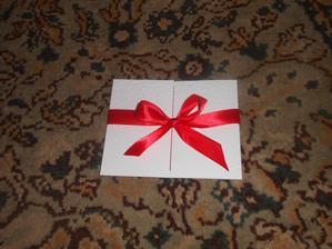 pozvanky hotove :) ...zvonku...