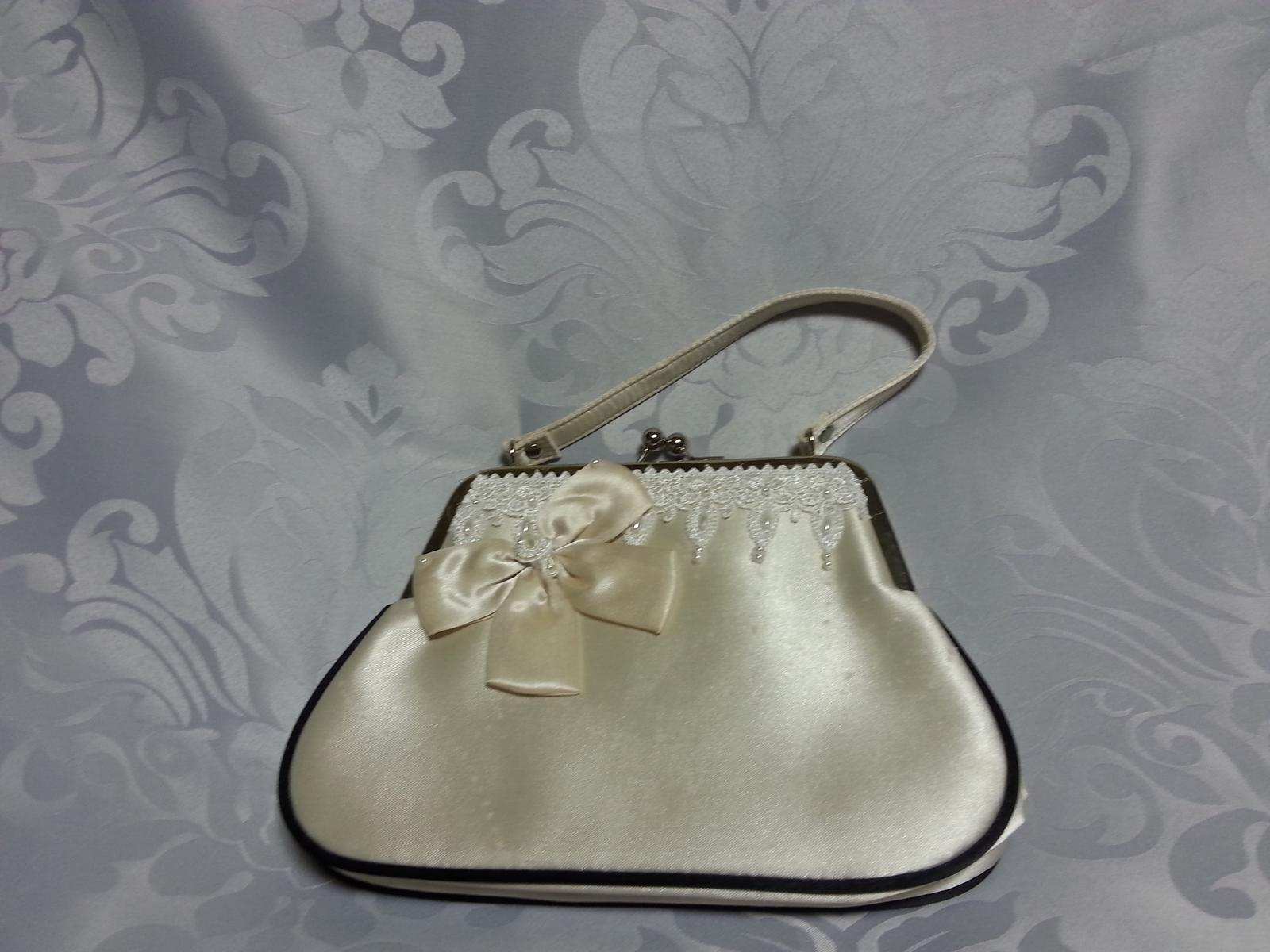 Naša Handmade :) - Kabelka s perličkami a krajkou