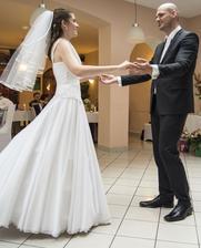 A ideme ako manželia prvý krát tancovať.
