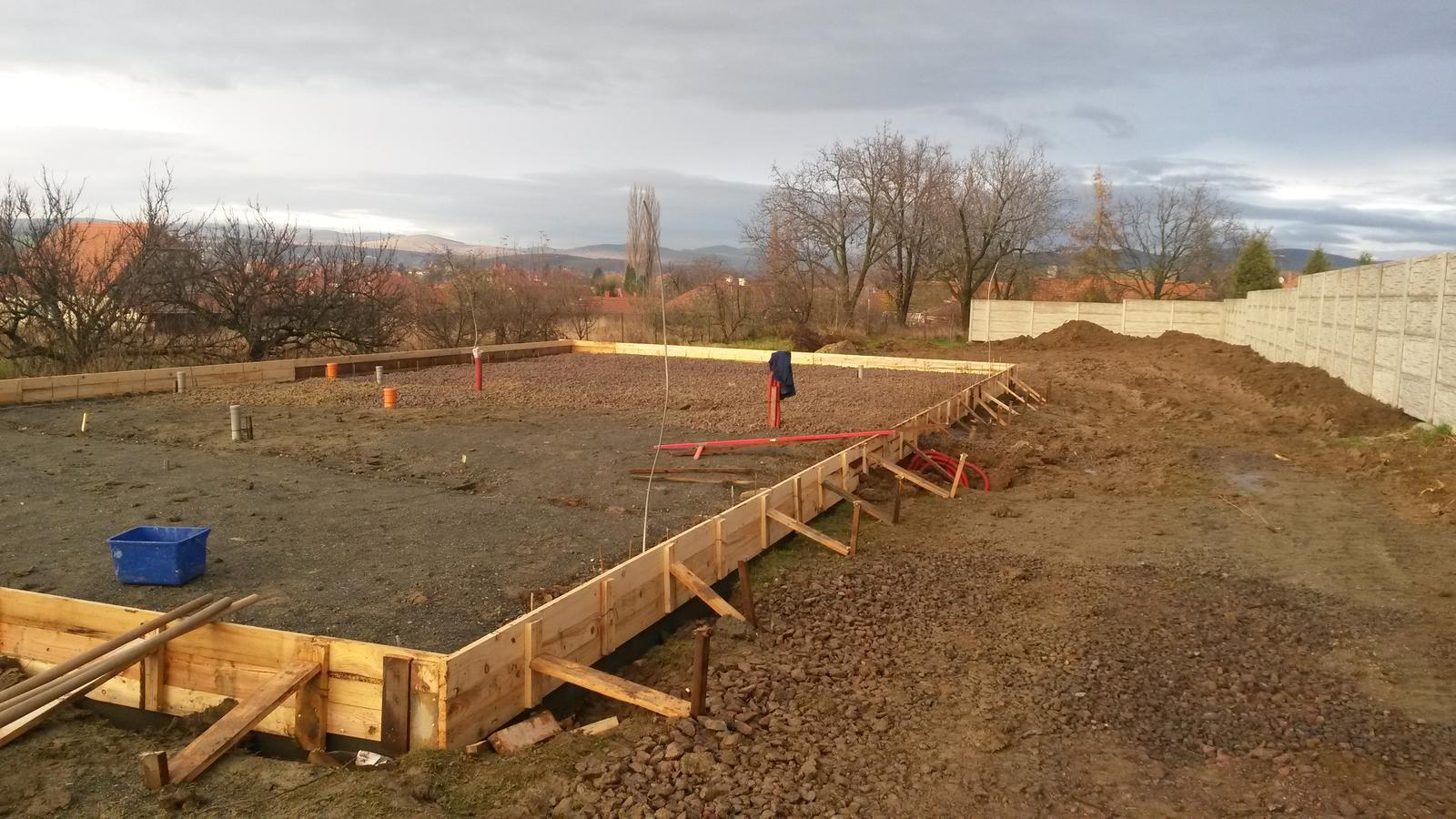 Naša stavba - 2014-2015 Základová doska prezimovala.
