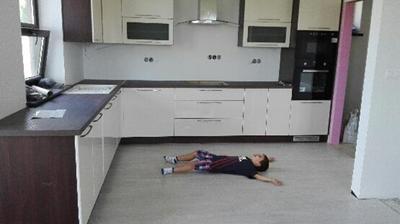 Podlahy ,Kuchyna  a takto sa s nami tesi nasa ratolest :-)