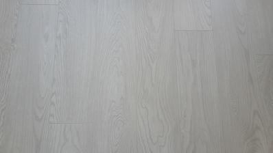 Podlaha, obývačka+kuchyňa+chodba