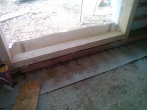 Dodatečná úprava chybně připraveného otvoru pro dveře.