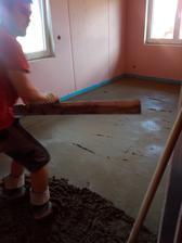 první hotová podlaha byla v šatně, pak ložnice