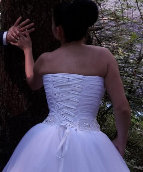Pohodlné biele svadobné šaty - Obrázok č. 2