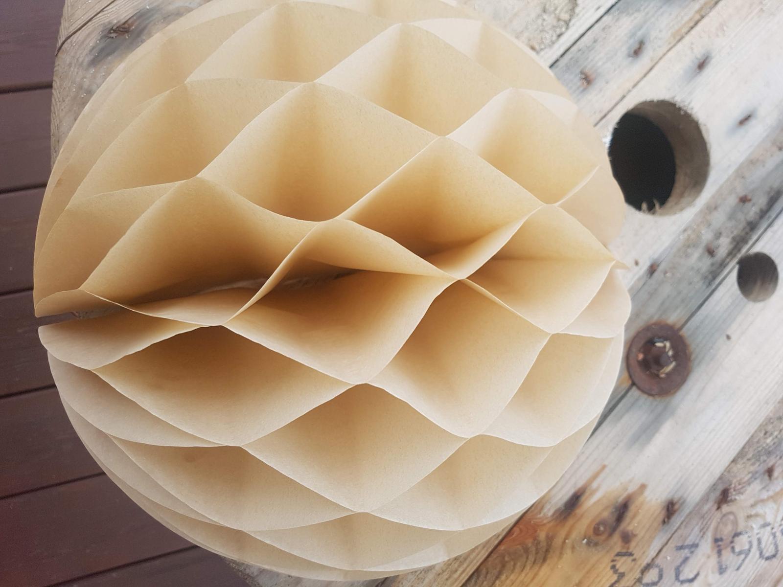 Lampionky, ozdobné papírové koule s ozdobou - Obrázek č. 1