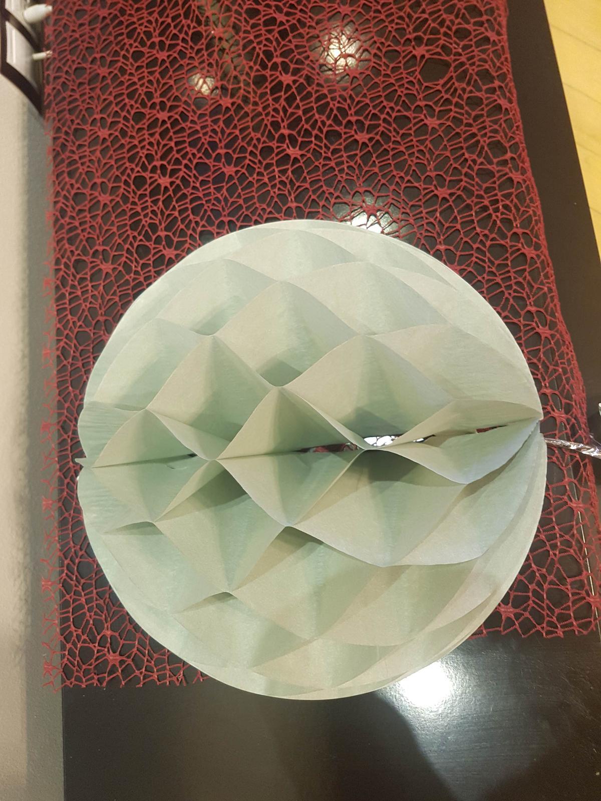 Honeycomb lampionek ozdobná koule - Obrázek č. 1