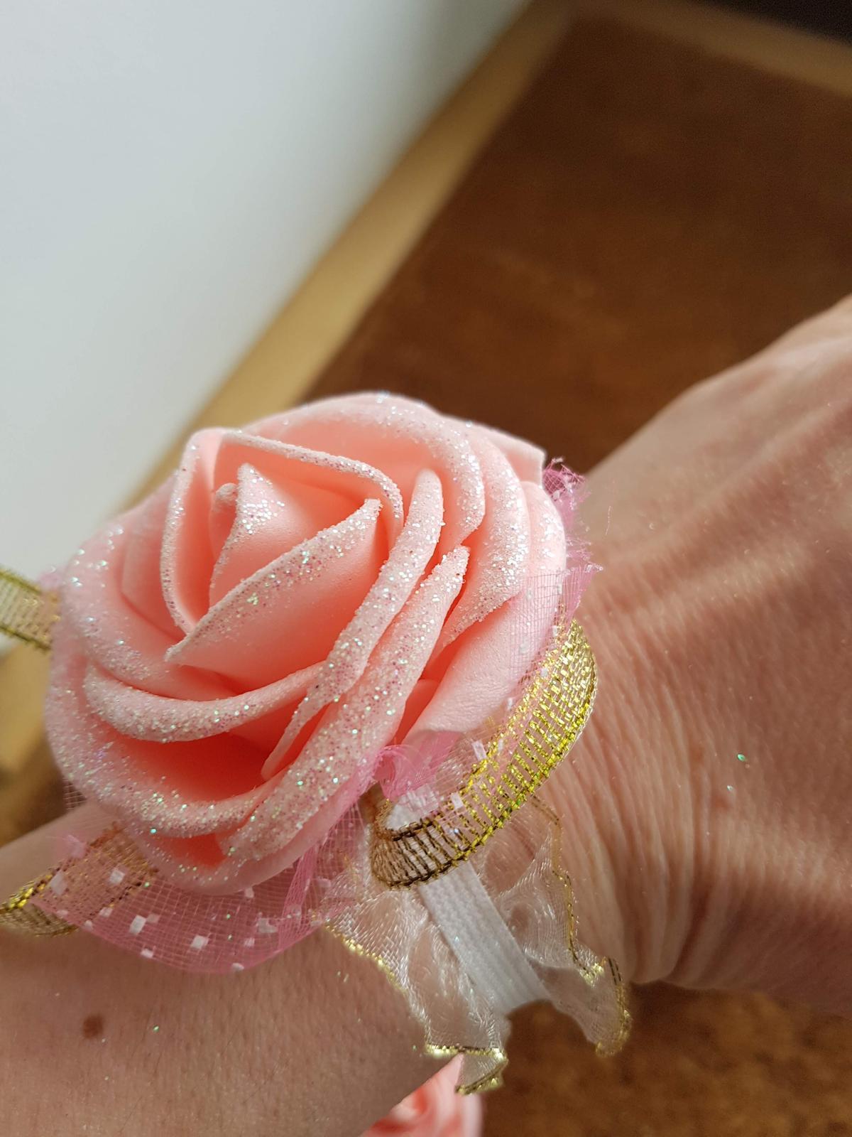 Družičky na ruku květy, do vlasů - Obrázek č. 1