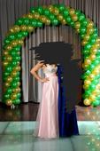 bledoružové šaty,