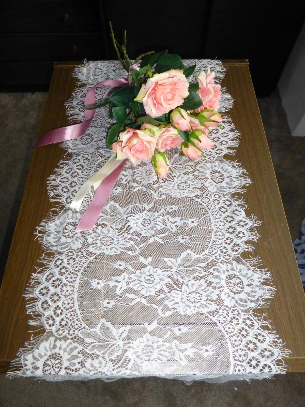 krajka na stůl (běhoun), 35cm široká - Obrázek č. 1