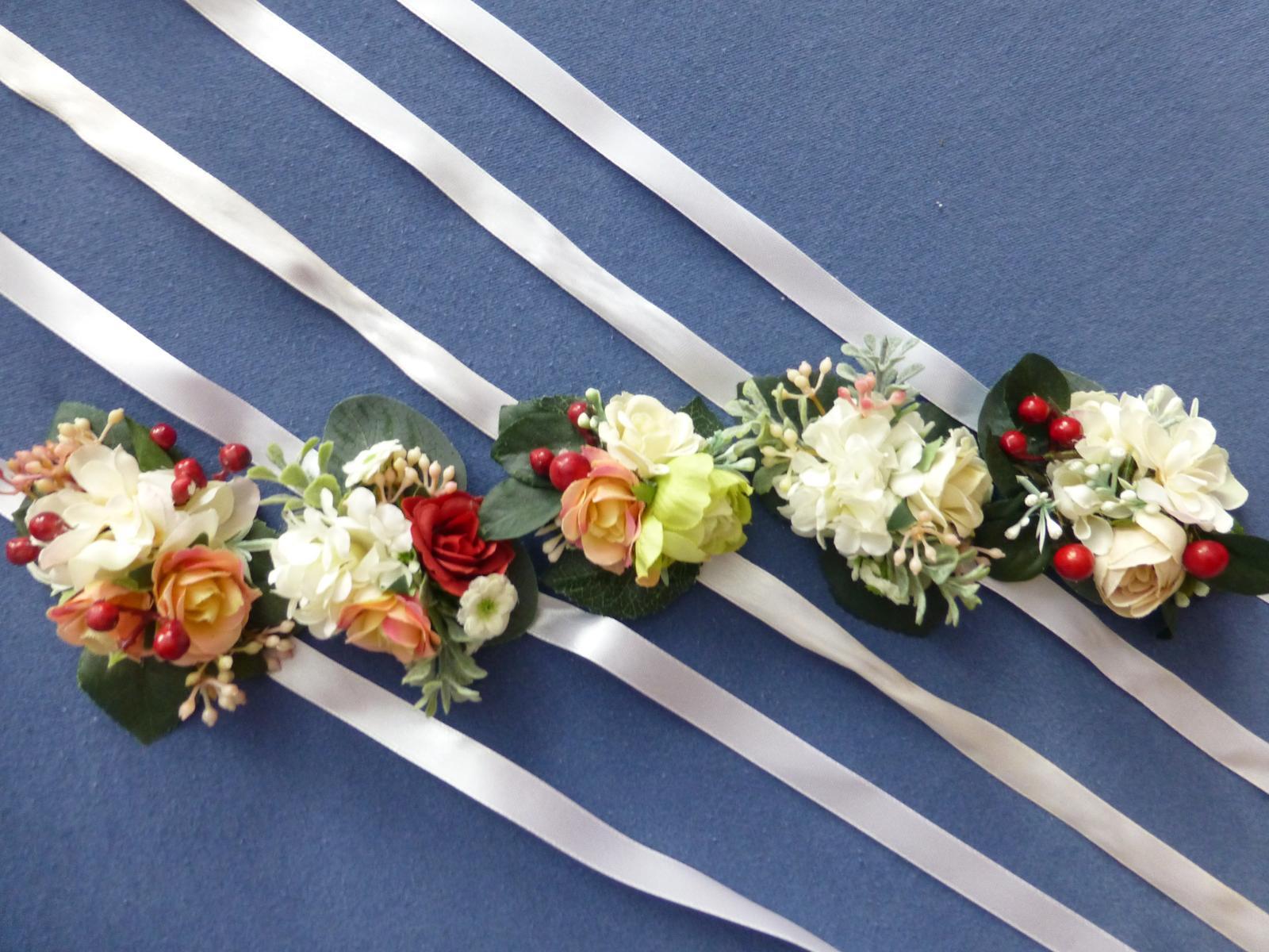 Květinové náramky pro družičky - Obrázek č. 1