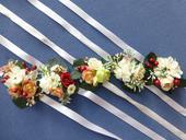 Květinové náramky pro družičky,