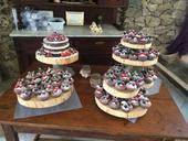 Drevene stojany na dort a drevene kolace na stul,