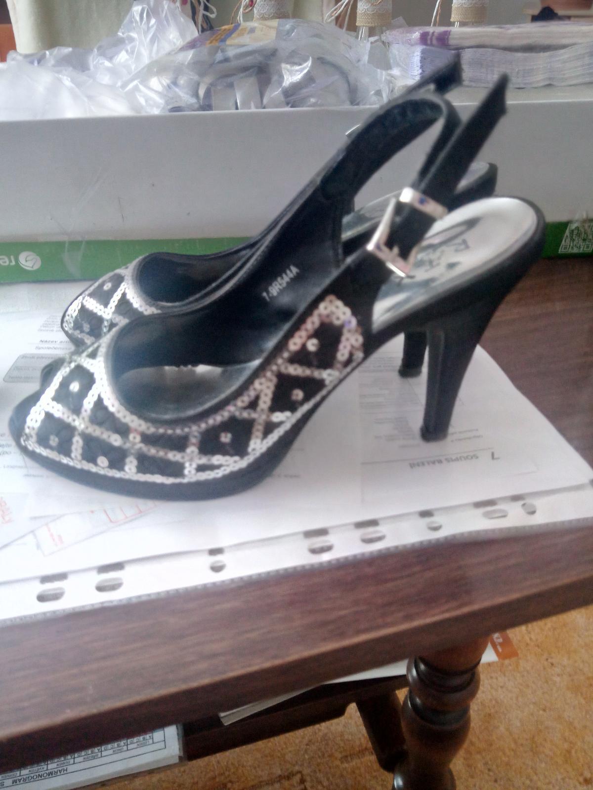 Černé sandálky - Obrázek č. 2