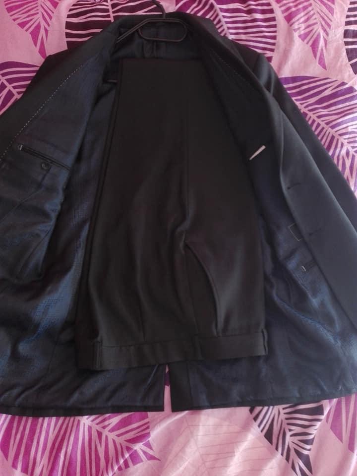 Tmavý pánský oblek - Obrázek č. 1