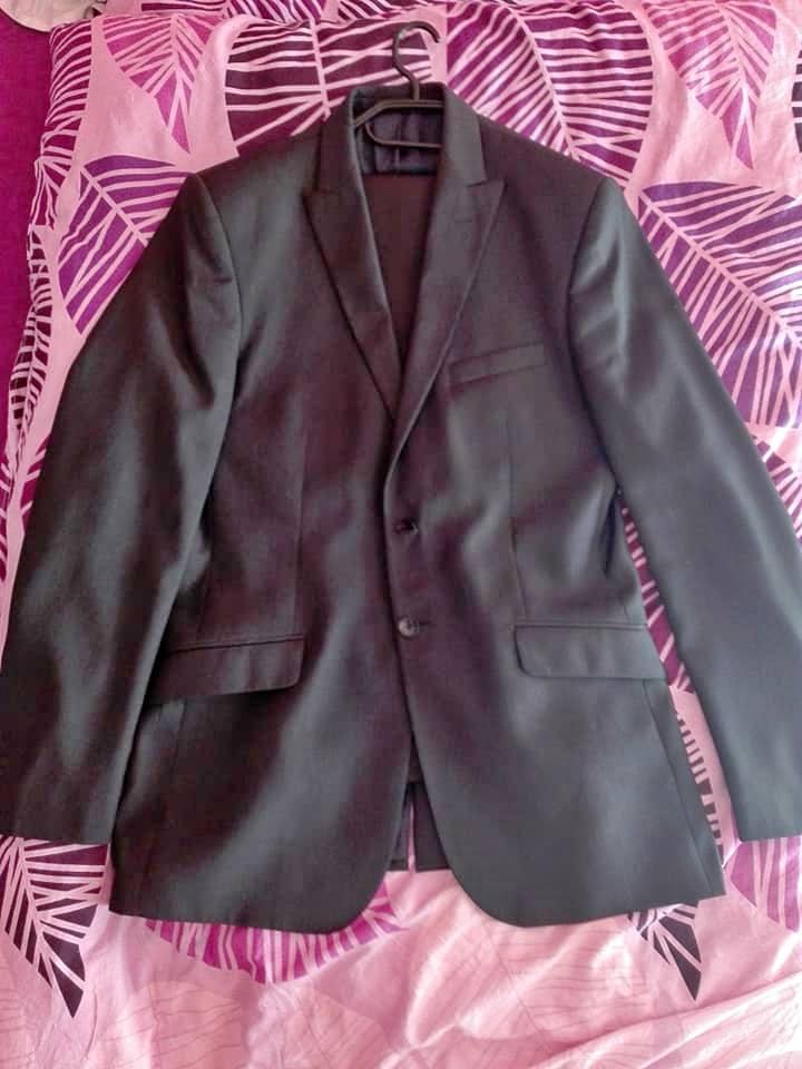 Tmavý pánský oblek - Obrázek č. 2