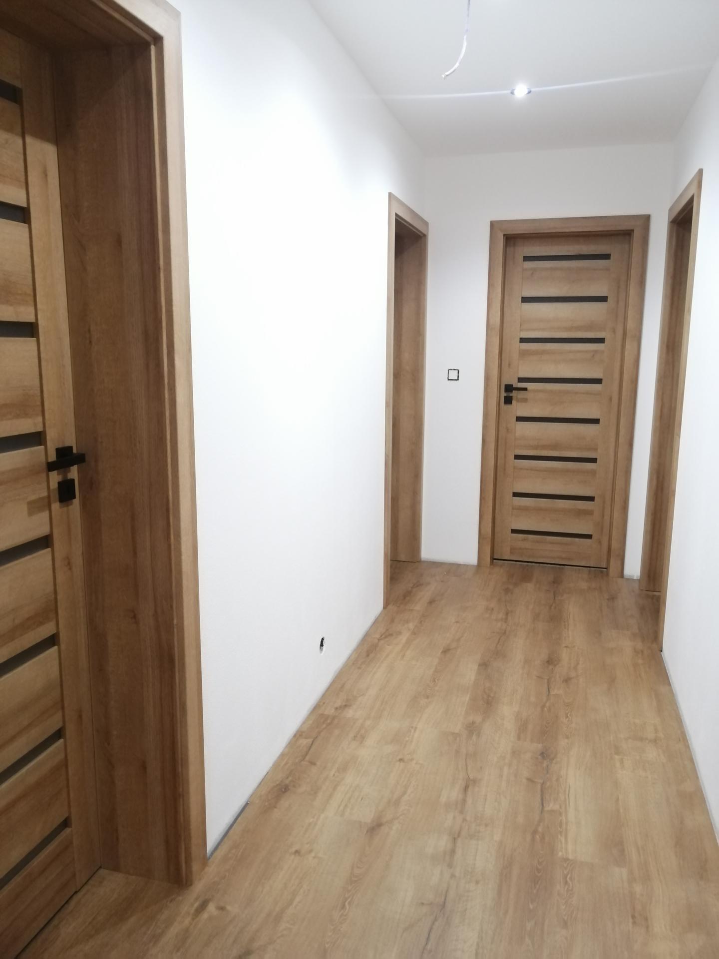 Náš domček - Už máme aj dvere :)