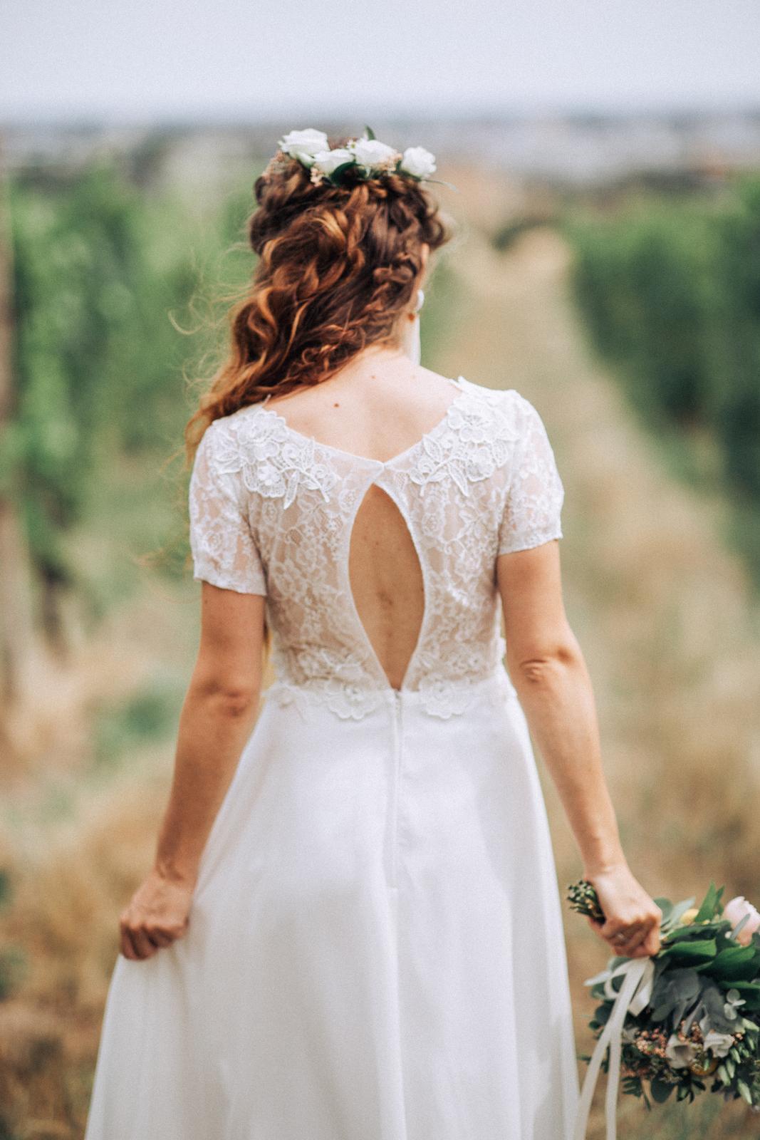 Čipkované svadobné šaty - Obrázok č. 2