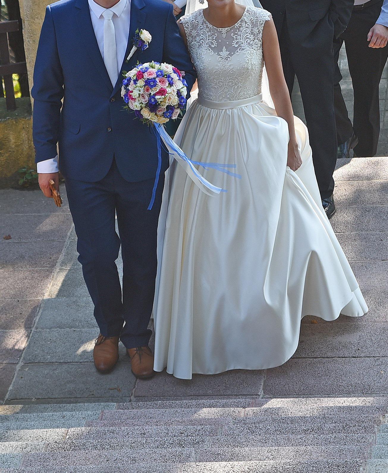 Čipkované svadobné šaty šité na mieru - Obrázok č. 1